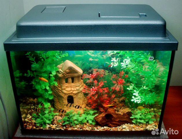 Пластиковый каркас защищает аквариум от повреждений