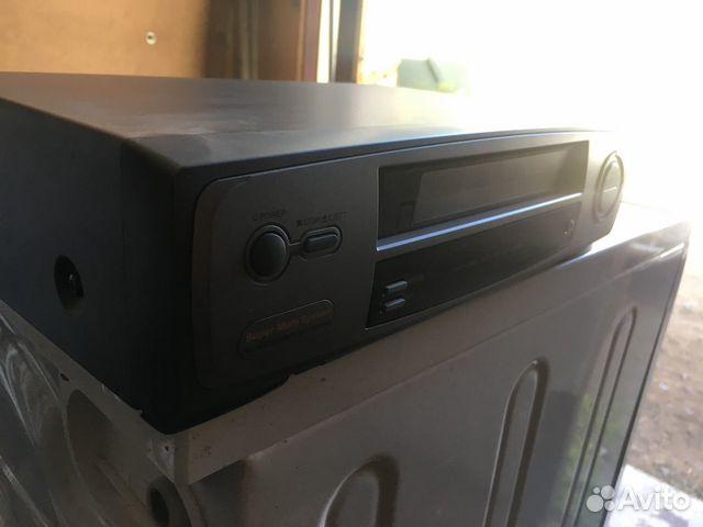 Видеомагнитофон с кассетами в подарок